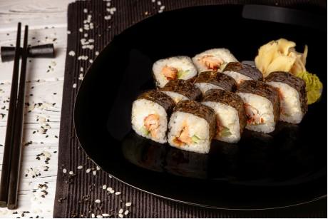Футамаки с запеченным лососем