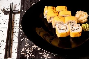 Ролл сырный с запеченным лососем